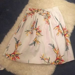 White Skirt with pockets.